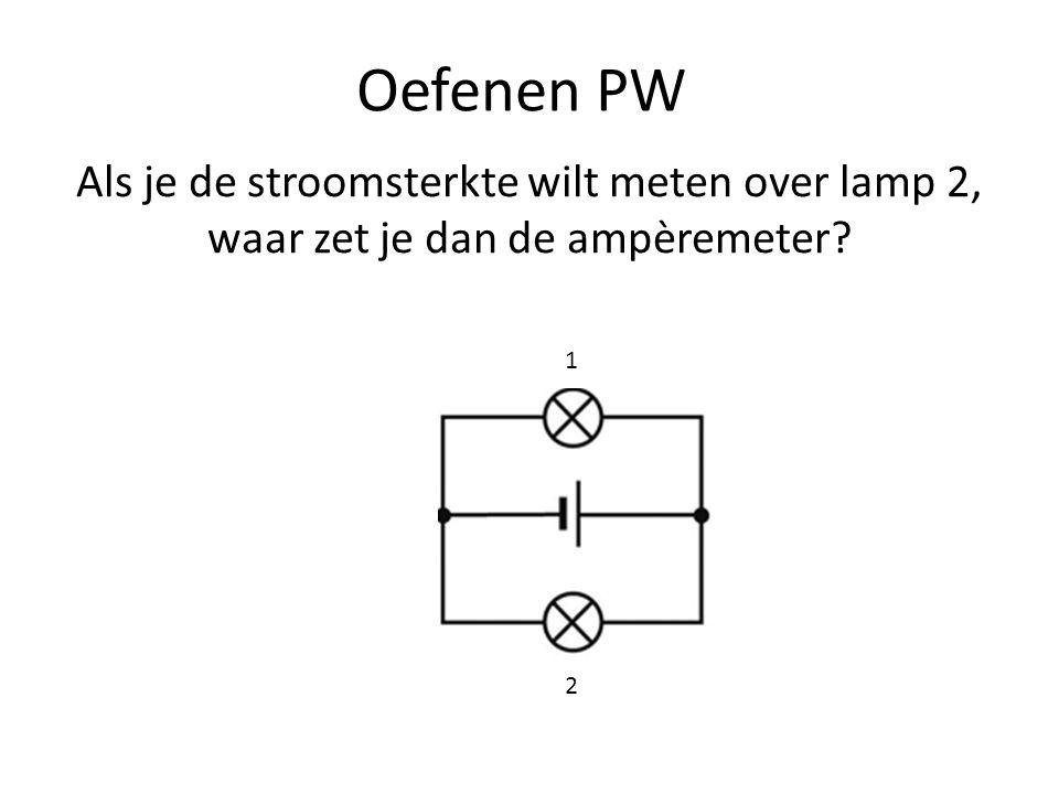 Oefenen PW Als je de stroomsterkte wilt meten over lamp 2, waar zet je dan de ampèremeter? 1 2