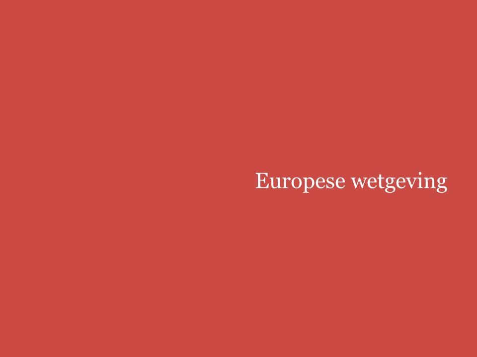 Europees modellenrecht | bbmm/fbmmpage 48 EU Gerecht 22 juni 2010, Shenzhen Taiden/BHIM (Bosch) ● beoordeling 'vrijheid van de ontwerper' 'Met betrekking tot de vermeende algemene tendens waarbij de voorkeur wordt gegeven aan kleine, vlakke en rechthoekige apparaten […] dient te worden opgemerkt dat de vraag of een model een algemene tendens inzake vormgeving volgt, hooguit relevant is voor de esthetische perceptie van het betrokken model en dus eventueel een invloed kan hebben op het commerciële succes van het voortbrengsel...' 'Daarentegen is deze vraag irrelevant in het kader van het onderzoek van het eigen karakter van het betrokken model, dat erin bestaat na te gaan of de door dit model gewekte algemene indruk verschilt van de algemene indruk die wordt gewekt door modellen die eerder beschikbaar zijn gesteld, los van esthetische of commerciële overwegingen.' (punt 58)