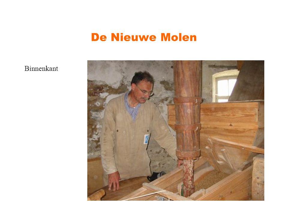 De Nieuwe Molen De molen maalt met de wind graan.