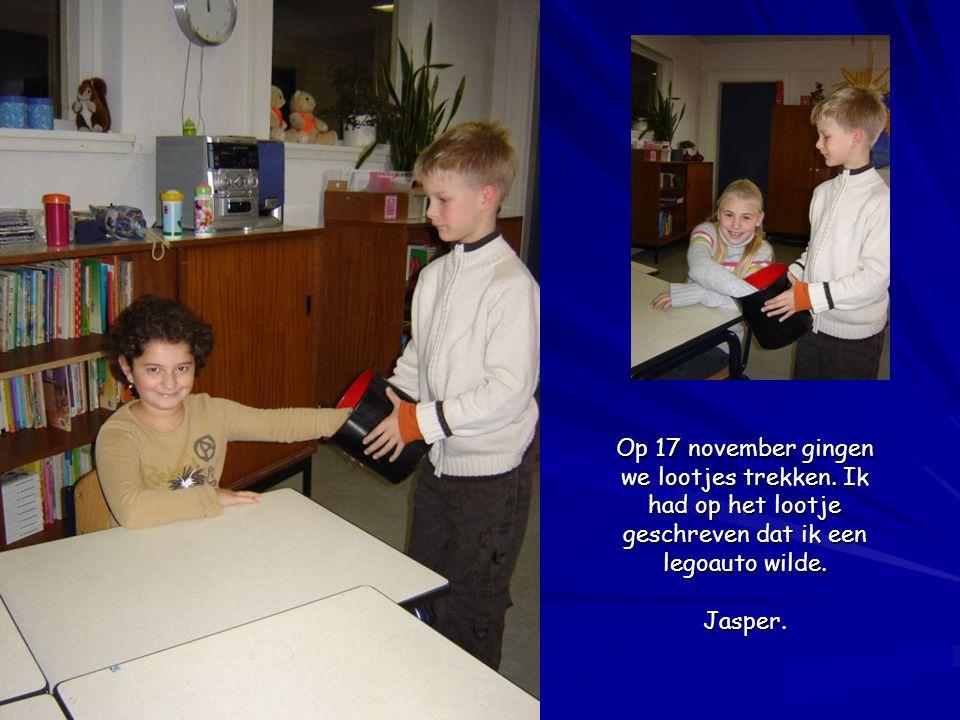 Op 17 november gingen we lootjes trekken. Ik had op het lootje geschreven dat ik een legoauto wilde. Jasper.
