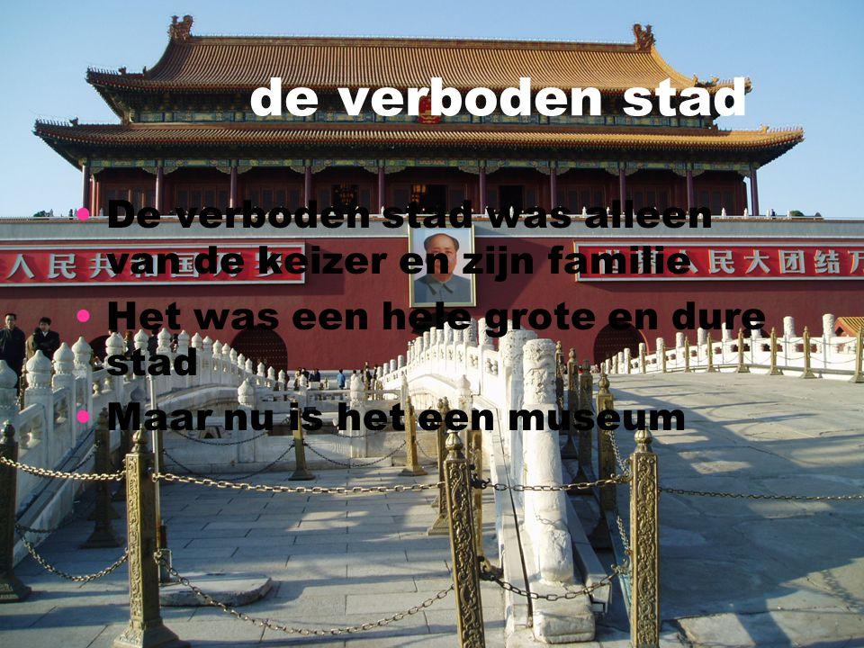 de verboden stad De verboden stad was alleen van de keizer en zijn familie Het was een hele grote en dure stad Maar nu is het een museum