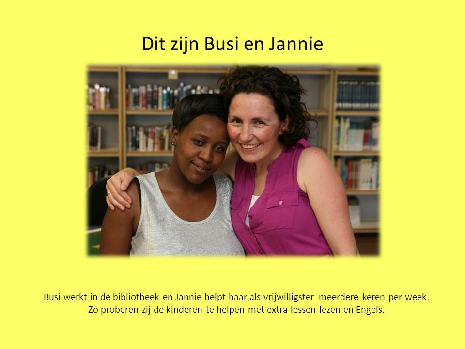 Dit zijn Busi en Jannie Busi werkt in de bibliotheek en Jannie helpt haar als vrijwilligster meerdere keren per week.