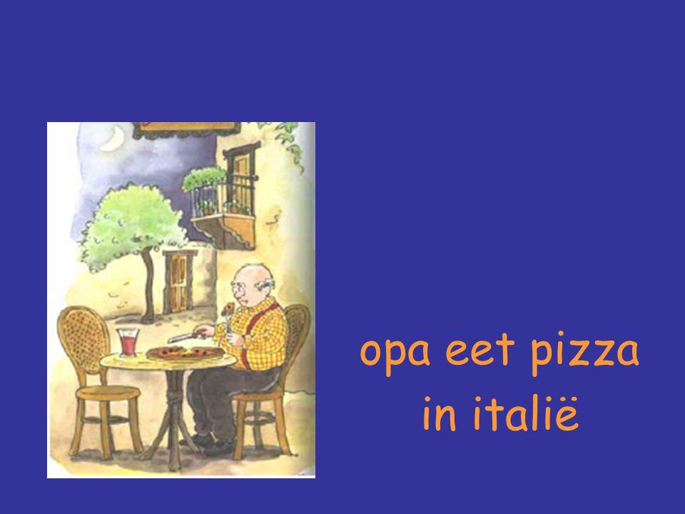 opa eet pizza in italië