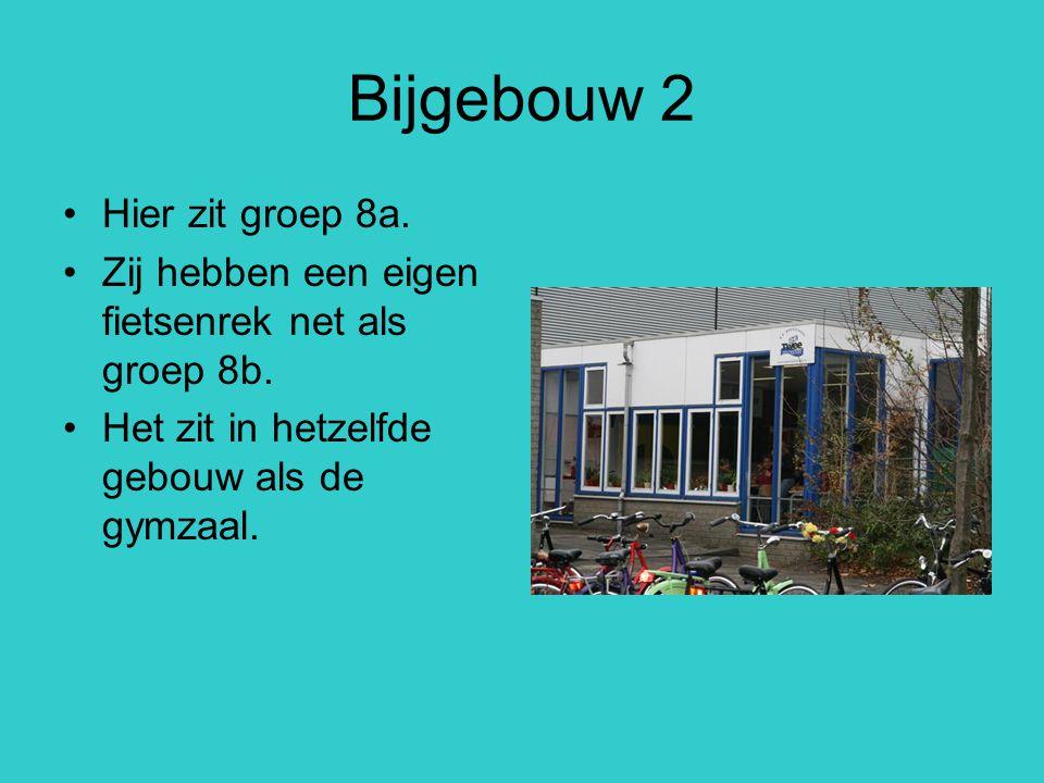 Bijgebouw 2 Hier zit groep 8a. Zij hebben een eigen fietsenrek net als groep 8b. Het zit in hetzelfde gebouw als de gymzaal.