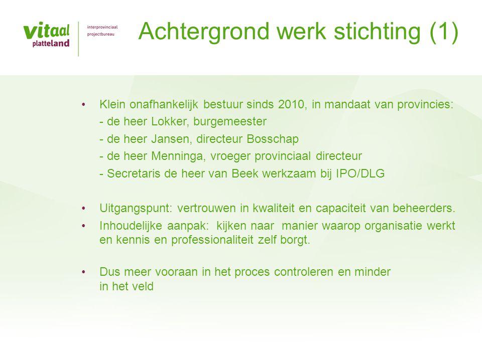 Achtergrond werk stichting (1) Klein onafhankelijk bestuur sinds 2010, in mandaat van provincies: - de heer Lokker, burgemeester - de heer Jansen, dir