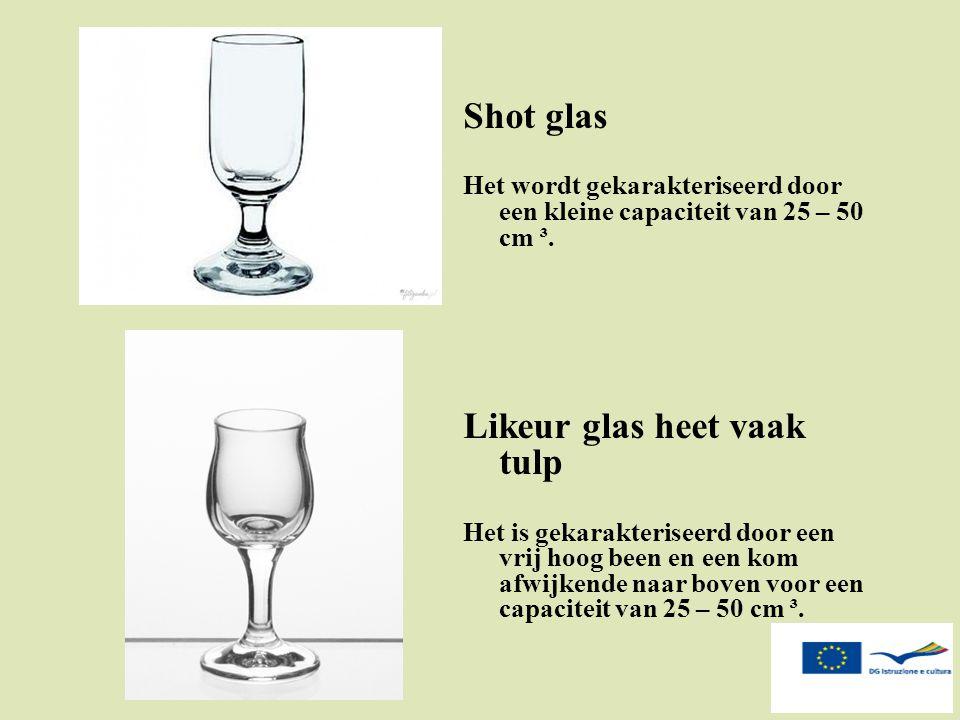 Shot glas Het wordt gekarakteriseerd door een kleine capaciteit van 25 – 50 cm ³. Likeur glas heet vaak tulp Het is gekarakteriseerd door een vrij hoo