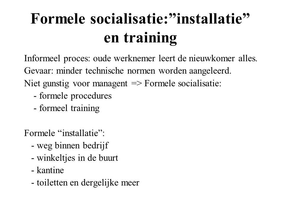 """Formele socialisatie:""""installatie"""" en training Informeel proces: oude werknemer leert de nieuwkomer alles. Gevaar: minder technische normen worden aan"""