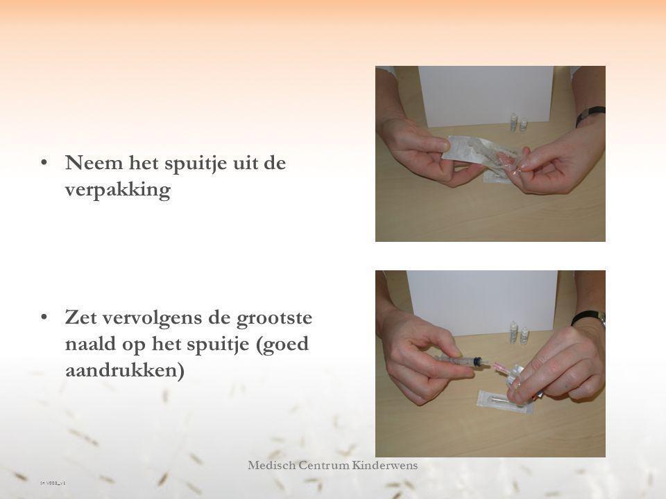 In V002_v1 Medisch Centrum Kinderwens Het oplossen Zuig de solvens (= oplosvloeistof) op