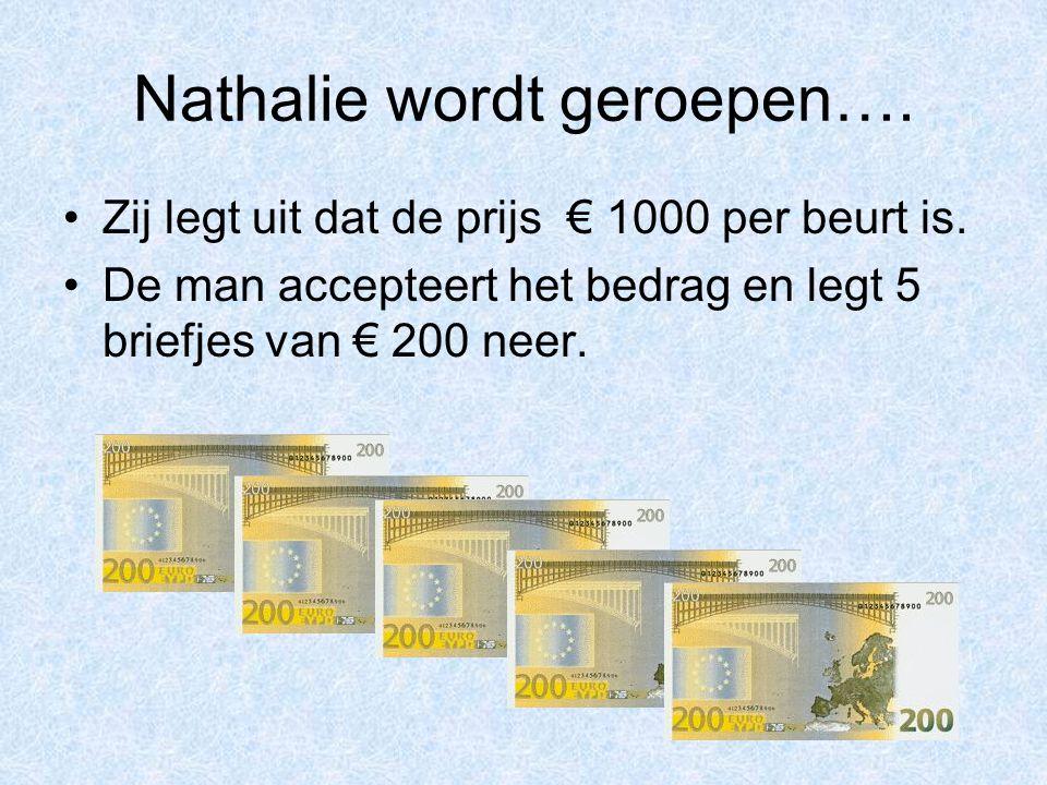 Nathalie wordt geroepen…. Zij legt uit dat de prijs € 1000 per beurt is. De man accepteert het bedrag en legt 5 briefjes van € 200 neer.