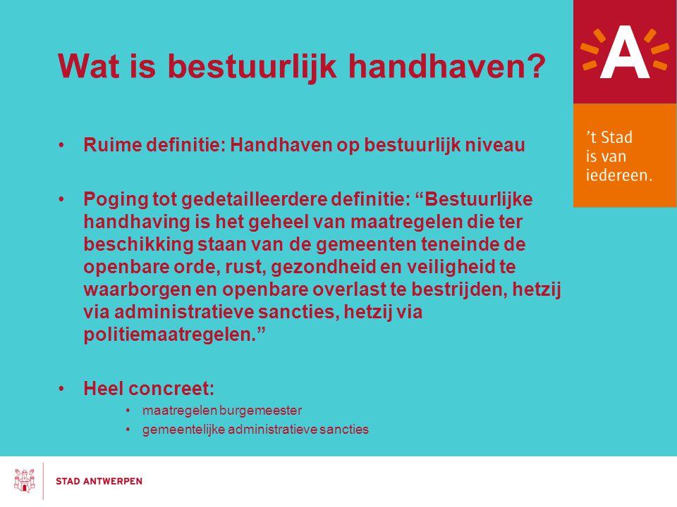 """Wat is bestuurlijk handhaven? Ruime definitie: Handhaven op bestuurlijk niveau Poging tot gedetailleerdere definitie: """"Bestuurlijke handhaving is het"""