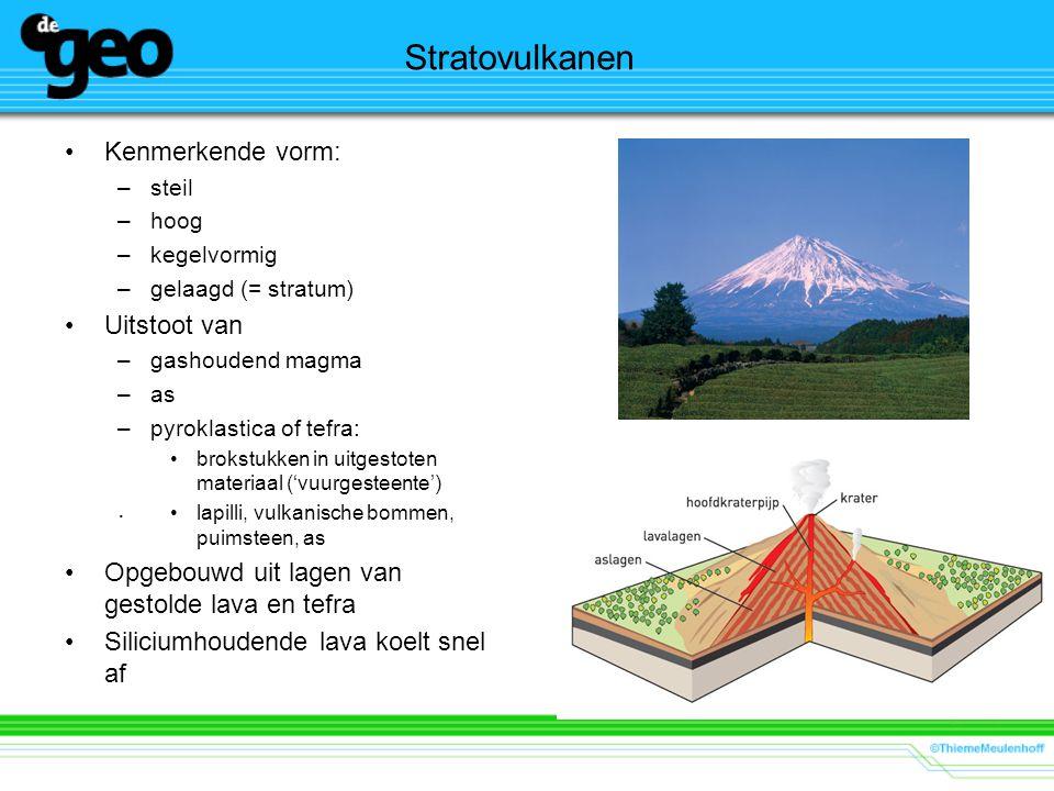 Stratovulkanen Kenmerkende vorm: –steil –hoog –kegelvormig –gelaagd (= stratum) Uitstoot van –gashoudend magma –as –pyroklastica of tefra: brokstukken