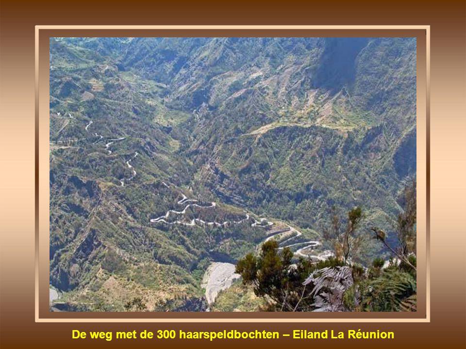 De weg met de 300 haarspeldbochten – Eiland La Réunion