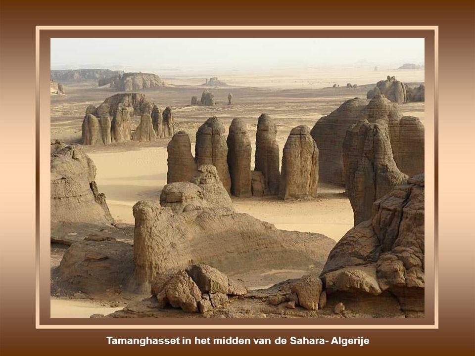Tamanghasset in het midden van de Sahara- Algerije