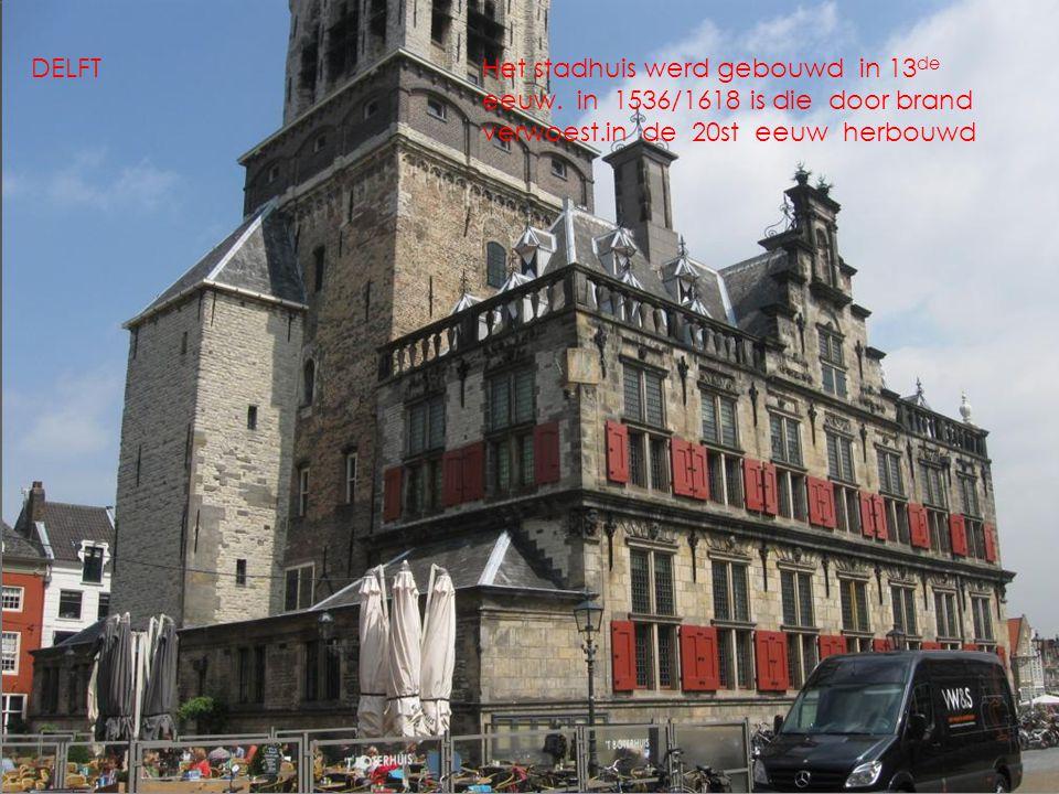 Het stadhuis werd gebouwd in 13 de eeuw.