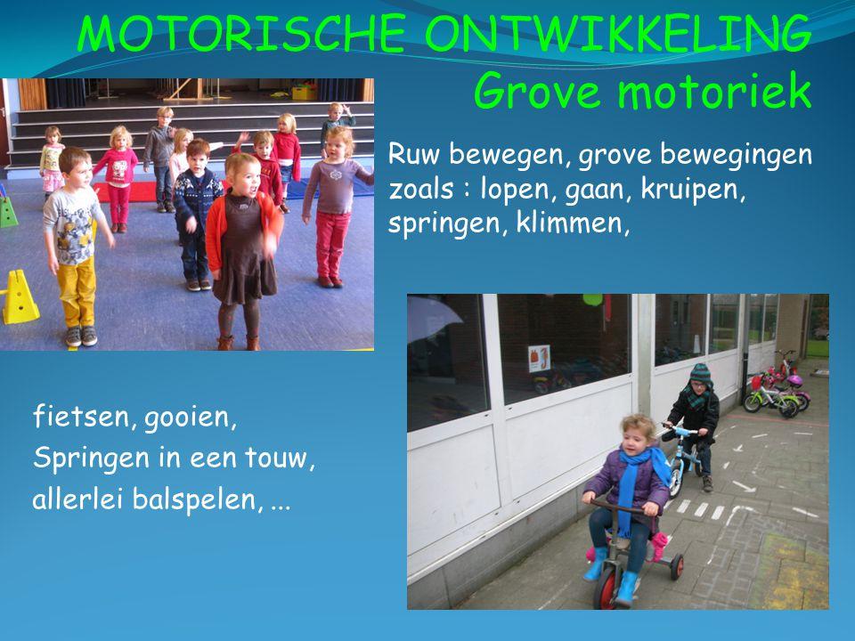 MOTORISCHE ONTWIKKELING Grove motoriek Ruw bewegen, grove bewegingen zoals : lopen, gaan, kruipen, springen, klimmen, fietsen, gooien, Springen in een