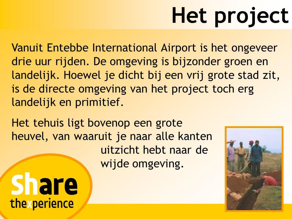 Het project Vanuit Entebbe International Airport is het ongeveer drie uur rijden. De omgeving is bijzonder groen en landelijk. Hoewel je dicht bij een