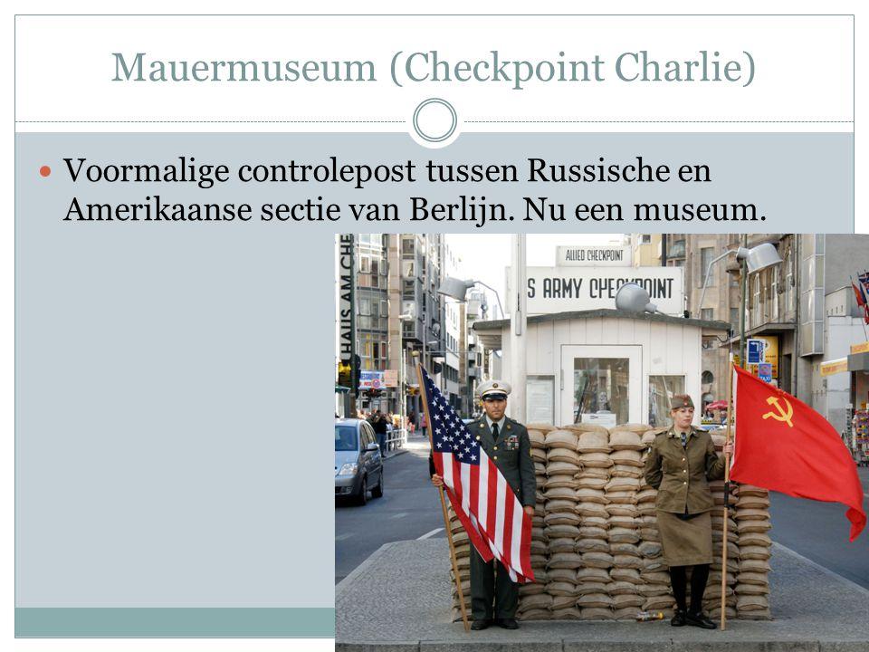 Mauermuseum (Checkpoint Charlie) Voormalige controlepost tussen Russische en Amerikaanse sectie van Berlijn. Nu een museum.