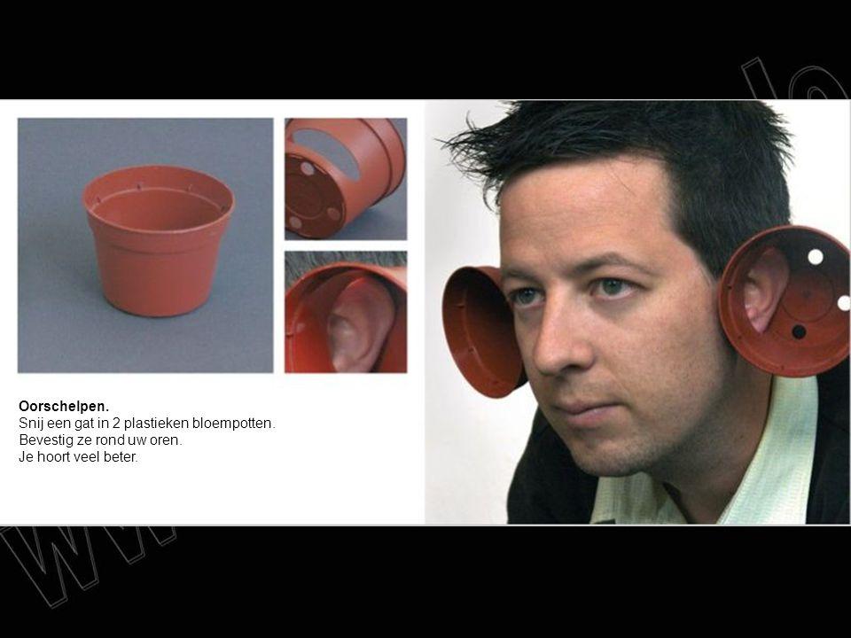 Oorschelpen. Snij een gat in 2 plastieken bloempotten. Bevestig ze rond uw oren. Je hoort veel beter.