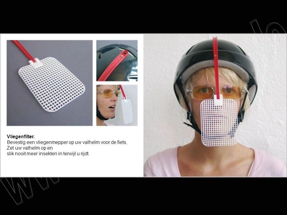 Vliegenfilter. Bevestig een vliegenmepper op uw valhelm voor de fiets. Zet uw valhelm op en slik nooit meer insekten in terwijl u rijdt.