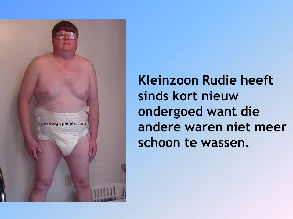 Kleinzoon Rudie heeft sinds kort nieuw ondergoed want die andere waren niet meer schoon te wassen.