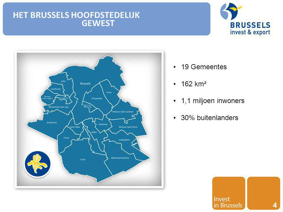Invest in Brussels 15 KENNIS EN INNOVATIE CENTRUM Universitaire diploma's – Diploma's Hoger onderwijs Bron: OESO – Education at glance – 2013 Percentage van de bevolking tussen 25-34 jaar met een diploma van hoger onderwijs (2013)