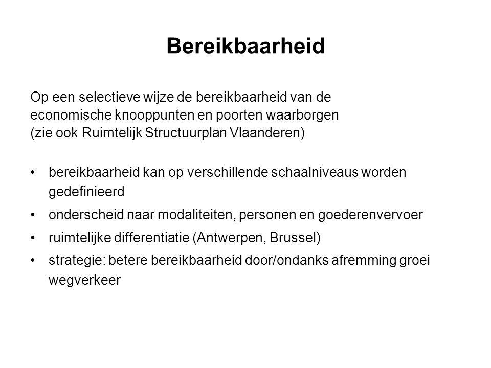 Op een selectieve wijze de bereikbaarheid van de economische knooppunten en poorten waarborgen (zie ook Ruimtelijk Structuurplan Vlaanderen) bereikbaarheid kan op verschillende schaalniveaus worden gedefinieerd onderscheid naar modaliteiten, personen en goederenvervoer ruimtelijke differentiatie (Antwerpen, Brussel) strategie: betere bereikbaarheid door/ondanks afremming groei wegverkeer
