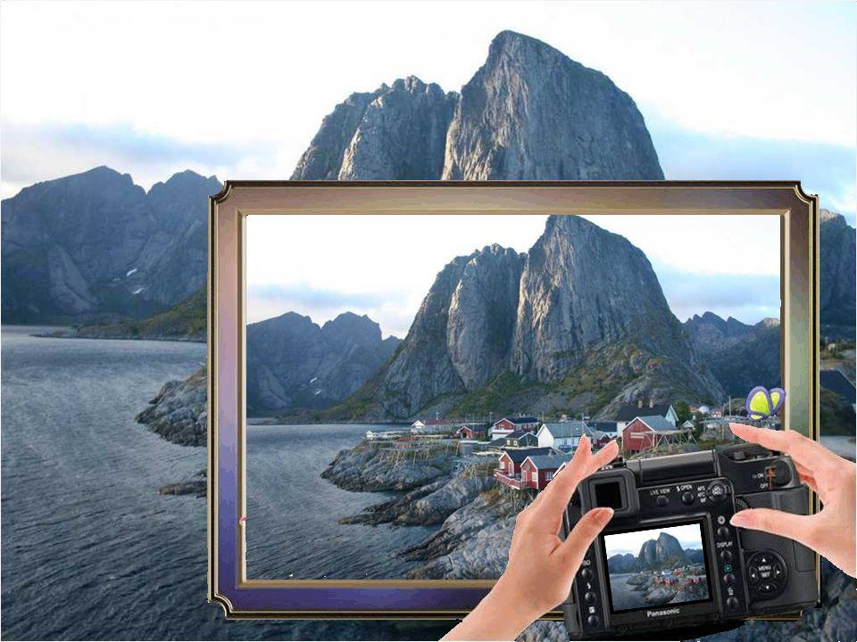 Reine is zeer geliefd bij schilders en fotografen. De middernachtzon en het noorderlicht, maar ook de pittoreske landschappen en het vissersdorp.