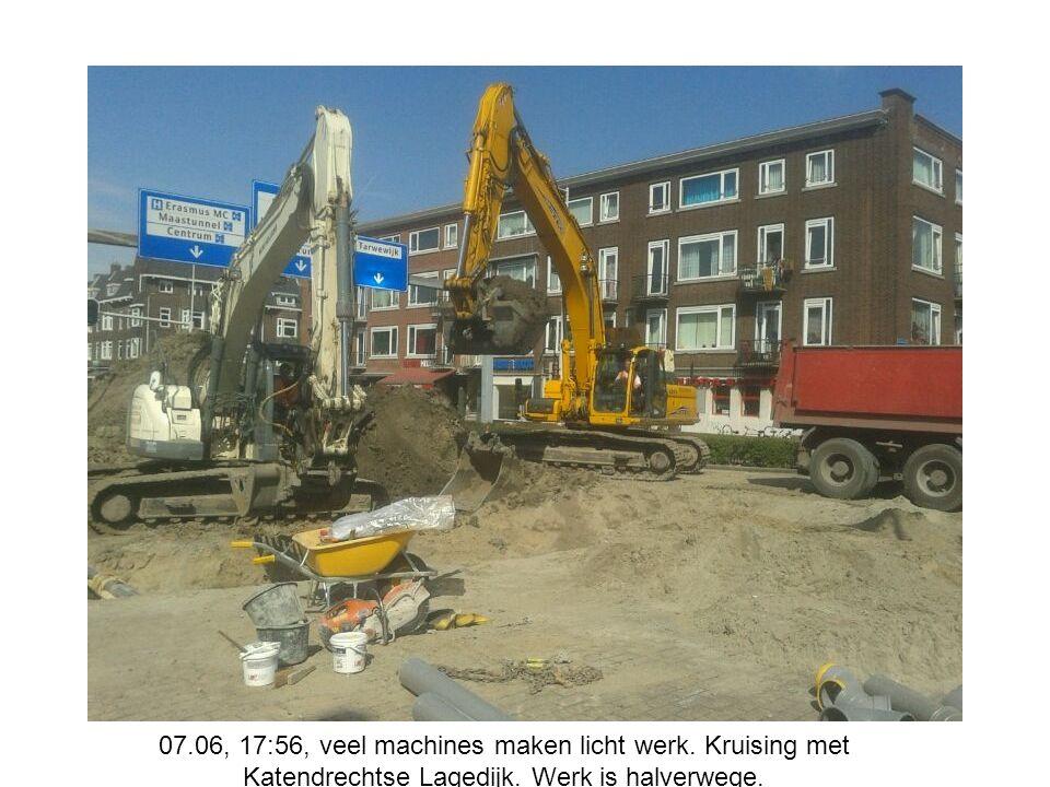 07.06, 17:56, veel machines maken licht werk.Kruising met Katendrechtse Lagedijk.