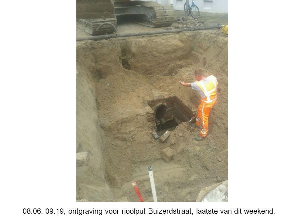 08.06, 09:19, ontgraving voor rioolput Buizerdstraat, laatste van dit weekend.