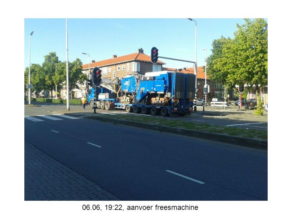 08.06, 13:01, middenbermput bij Buizerdstraat klaar om aan te storten