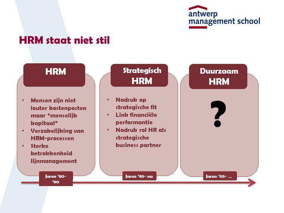 HRM staat niet stil Mensen zijn niet louter kostenposten maar menselijk kapitaal Verzakelijking van HRM-processen Sterke betrokkenheid lijnmanagement .