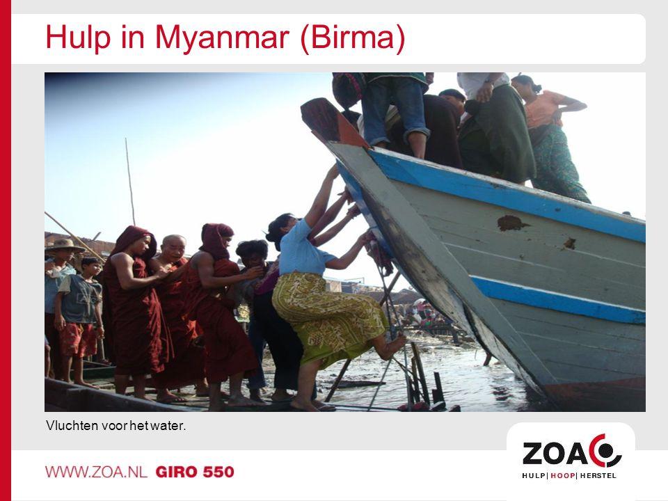 Hulp in Myanmar (Birma) Vluchten voor het water.