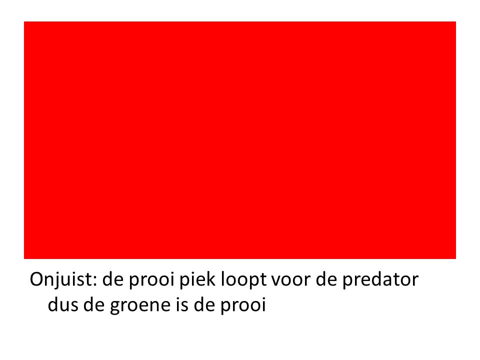 Onjuist: de prooi piek loopt voor de predator dus de groene is de prooi