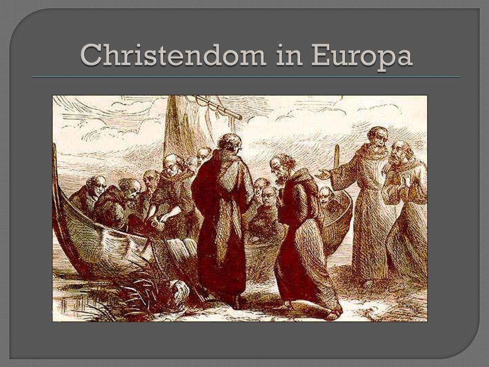 Na de Grote Volksverhuizing was het Christendom (de r.k.kerk) vrijwel uit Europa verdwenen (allen nog in Italië en Groot Brittanië) Van daaruit werd Europa gekerstend Tactiek -eerst de heersers bekeren -verbinden van het christendom met heidense elementen -gedwongen bekering met behulp van de Frankische legers (waren als eersten bekeerd)