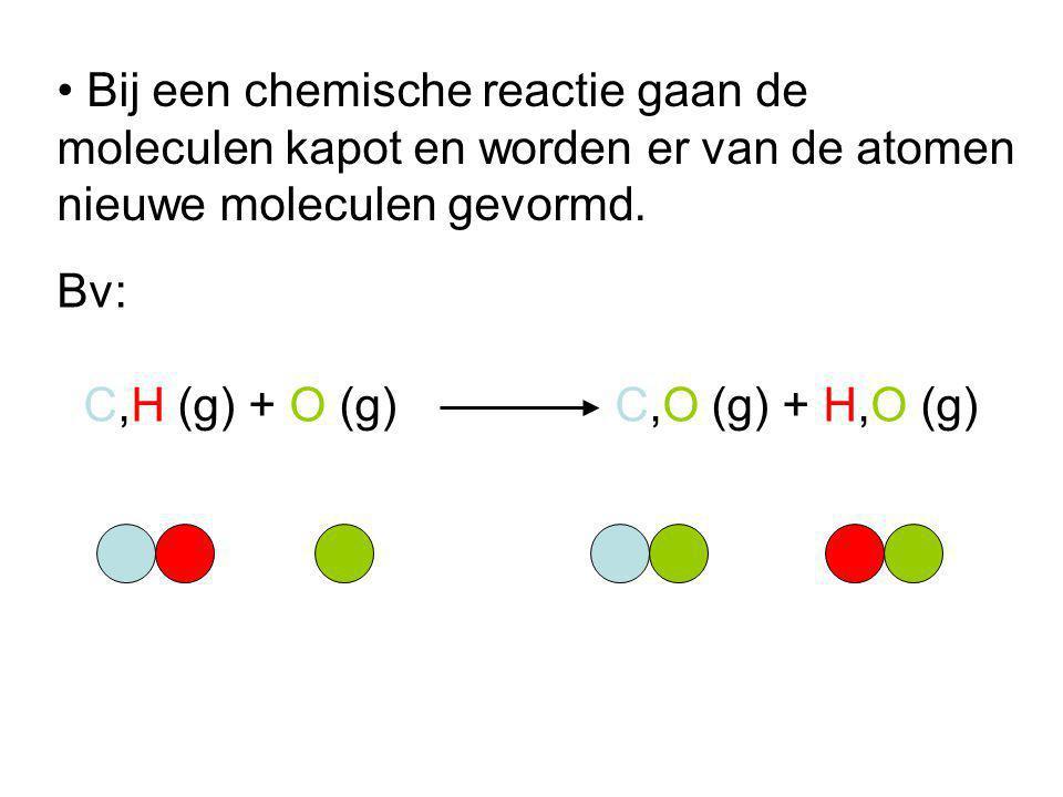 Bij een chemische reactie gaan de moleculen kapot en worden er van de atomen nieuwe moleculen gevormd. Bv: C,H (g) + O (g) C,O (g) + H,O (g)
