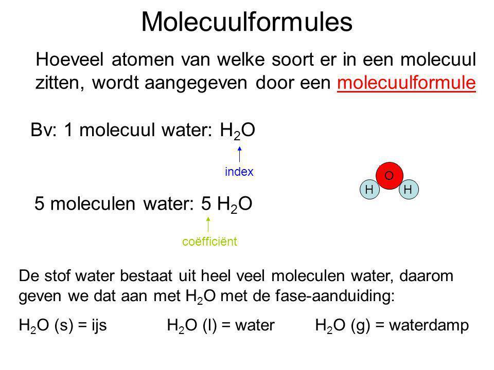 Molecuulformules Hoeveel atomen van welke soort er in een molecuul zitten, wordt aangegeven door een molecuulformule index 5 moleculen water: 5 H 2 O
