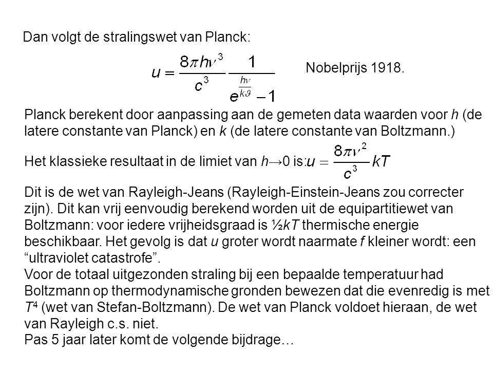 Dan volgt de stralingswet van Planck: Planck berekent door aanpassing aan de gemeten data waarden voor h (de latere constante van Planck) en k (de lat