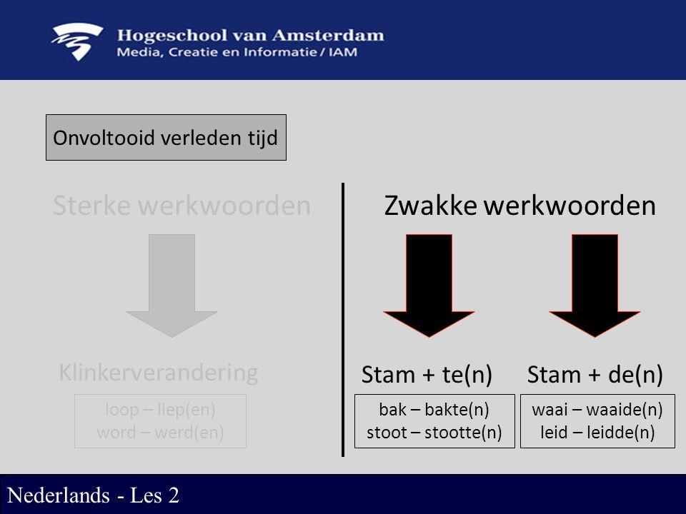 Onvoltooid verleden tijd Sterke werkwoordenZwakke werkwoorden Klinkerverandering Stam + te(n)Stam + de(n) loop – liep(en) word – werd(en) bak – bakte(n) stoot – stootte(n) waai – waaide(n) leid – leidde(n) Nederlands - Les 2