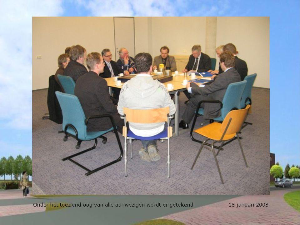 Onder het toeziend oog van alle aanwezigen wordt er getekend 18 januari 2008