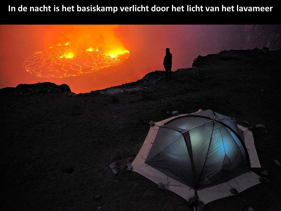 Pierre-Burgi verzamelt gas in de buurt van de bodem van de krater