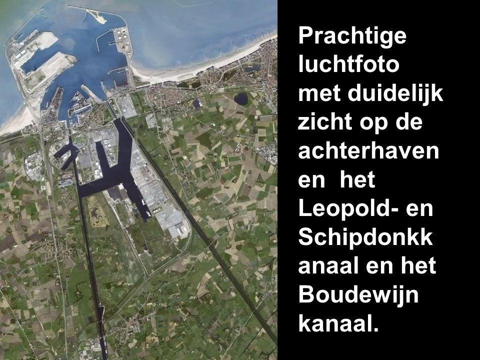 Prachtige luchtfoto met duidelijk zicht op de achterhaven en het Leopold- en Schipdonkk anaal en het Boudewijn kanaal.