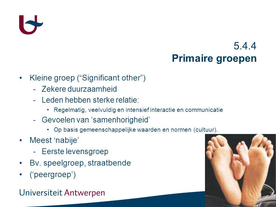 """27 5.4.4 Primaire groepen Kleine groep (""""Significant other"""") -Zekere duurzaamheid -Leden hebben sterke relatie: Regelmatig, veelvuldig en intensief in"""