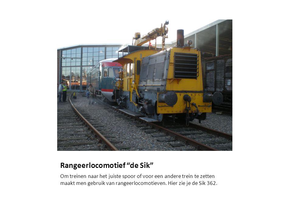 Rangeerlocomotief de Sik Om treinen naar het juiste spoor of voor een andere trein te zetten maakt men gebruik van rangeerlocomotieven.