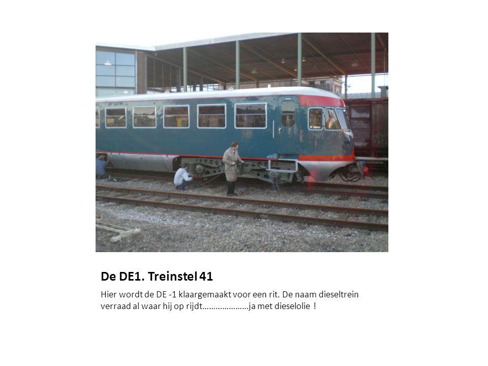 De DE1.Treinstel 41 Hier wordt de DE -1 klaargemaakt voor een rit.