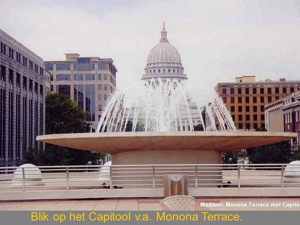 Blik op het Capitool v.a. Monona Terrace.