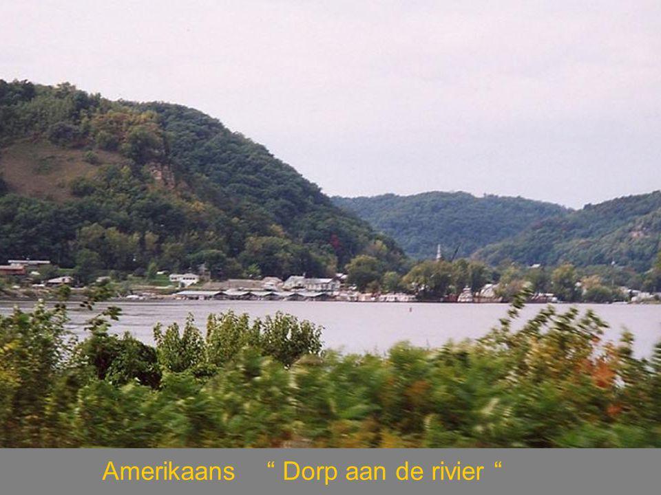 Amerikaans Dorp aan de rivier