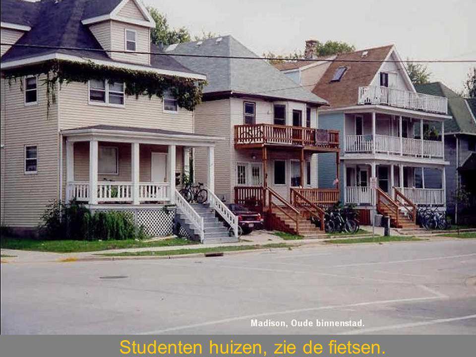 Studenten huizen, zie de fietsen.