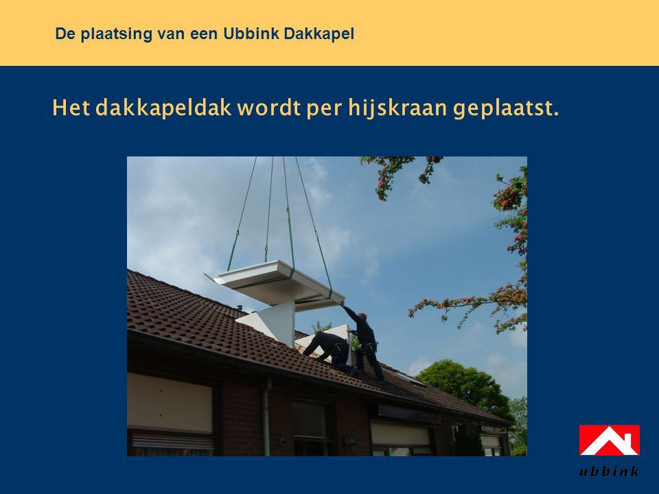 De plaatsing van een Ubbink Dakkapel Het dakkapeldak wordt per hijskraan geplaatst.