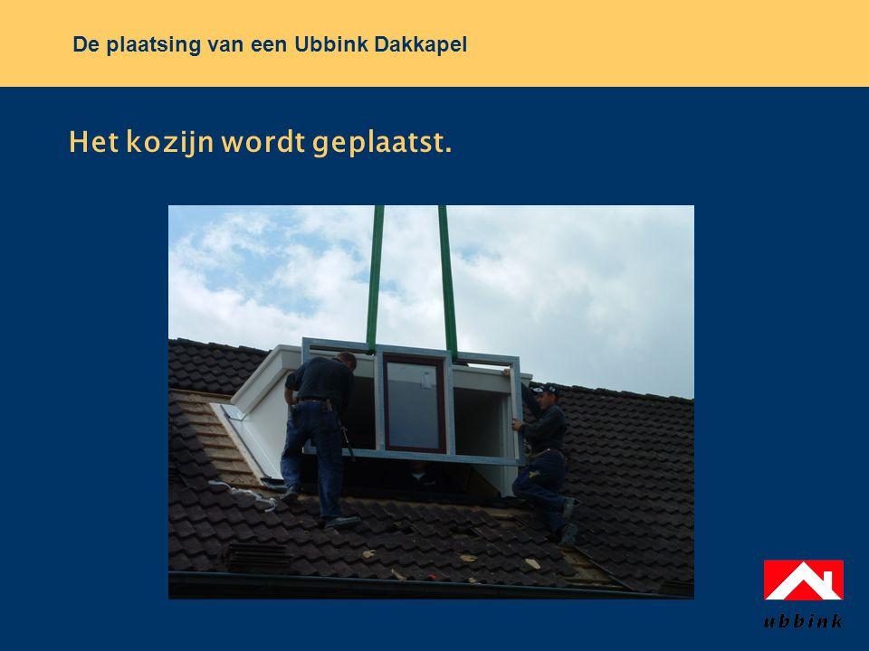 De plaatsing van een Ubbink Dakkapel Het kozijn wordt geplaatst.