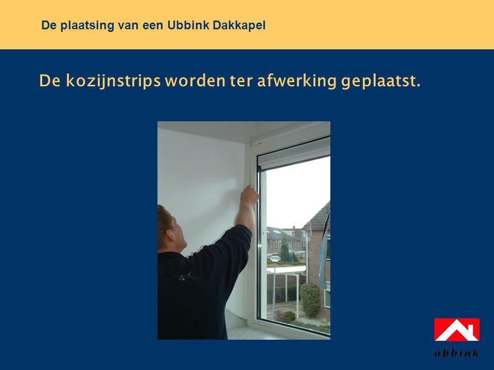 De plaatsing van een Ubbink Dakkapel De kozijnstrips worden ter afwerking geplaatst.